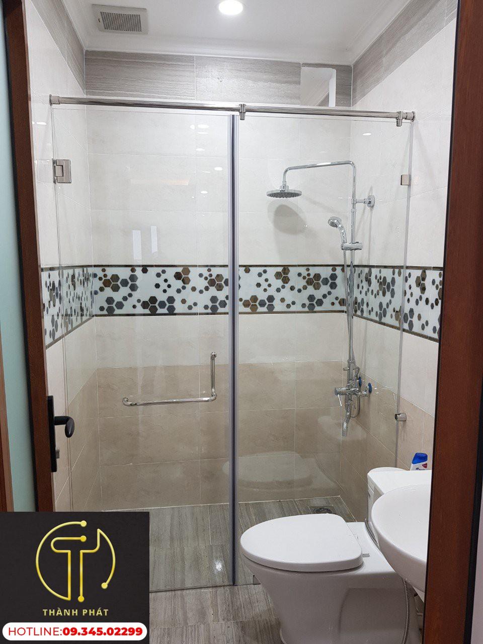 Vác ngăn phòng tắm loại cửa mở 180 Độ