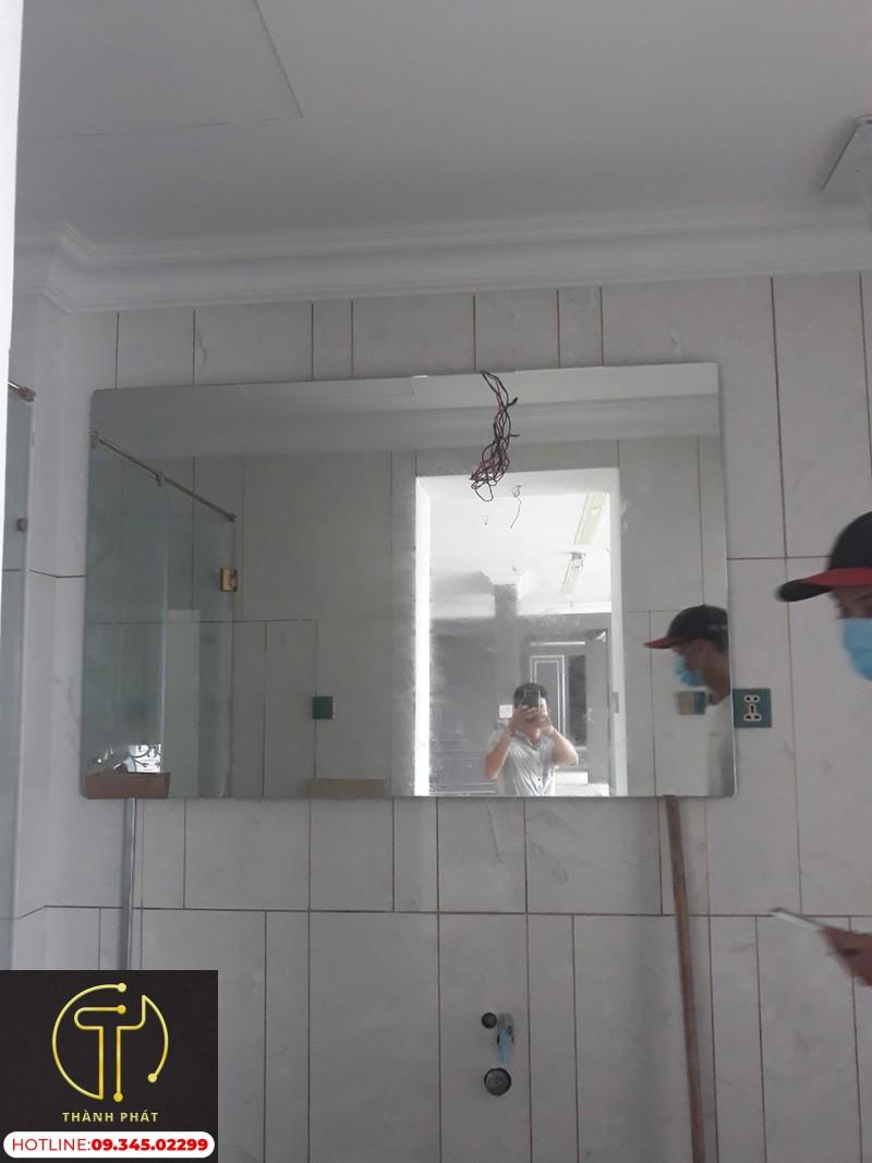 Gương Dán Tường Phòng Tắm