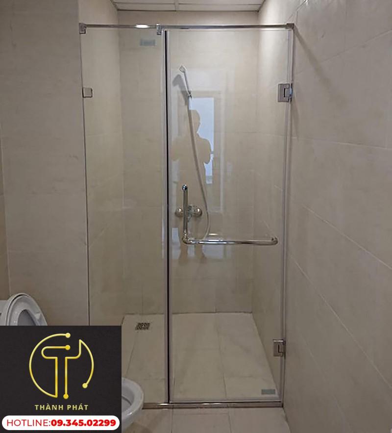 vách kính nhà tắm 180 độ