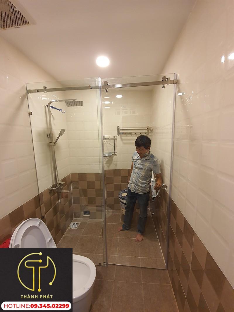 nhà tắm kính cửa lùa ray treo