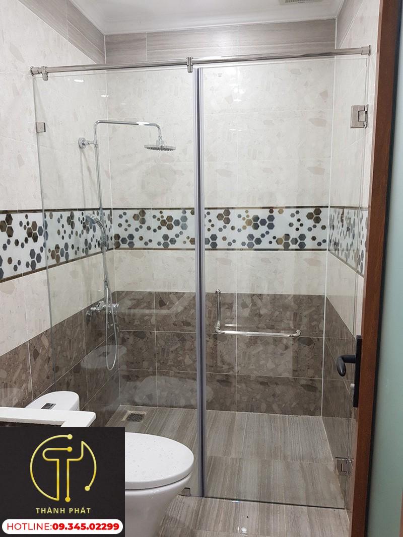 nhà tắm kính 180 độ