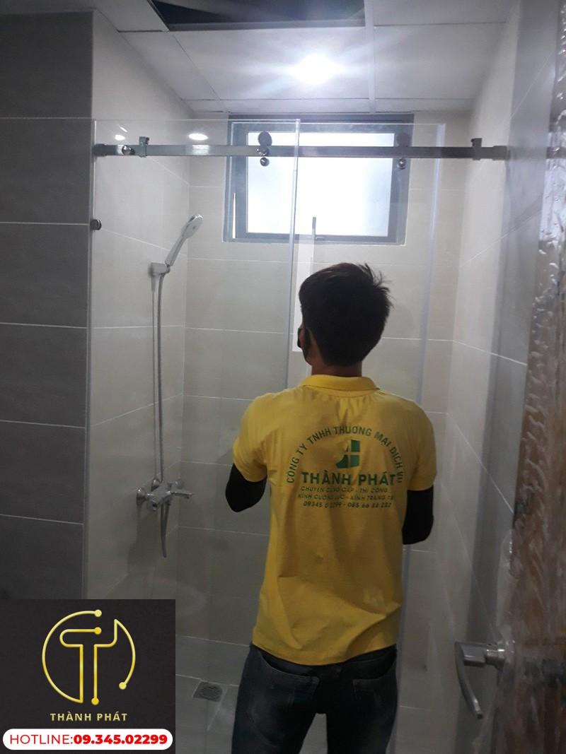 phòng tắm kính cửa lùa ray treo