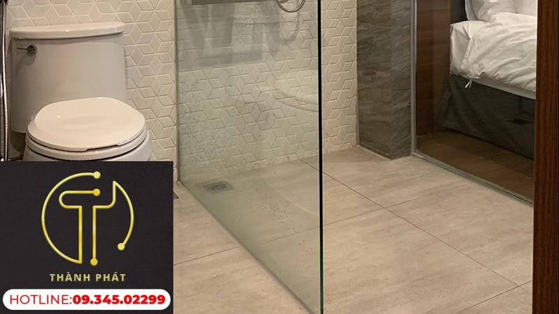 phòng tắm kính không cửa