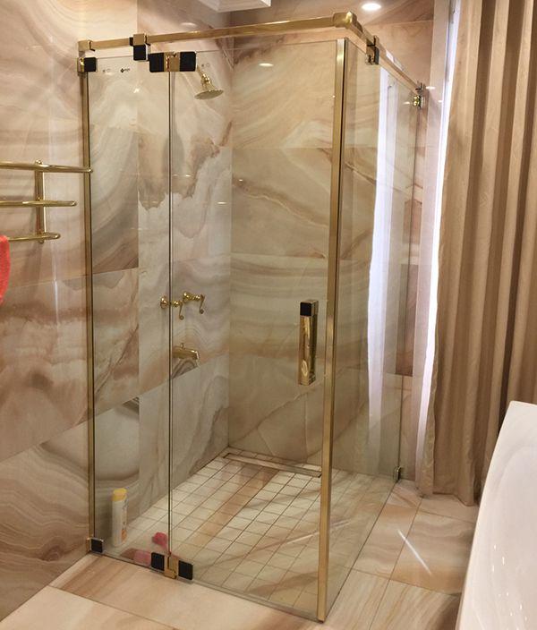 phòng tắm kính mạ vàng
