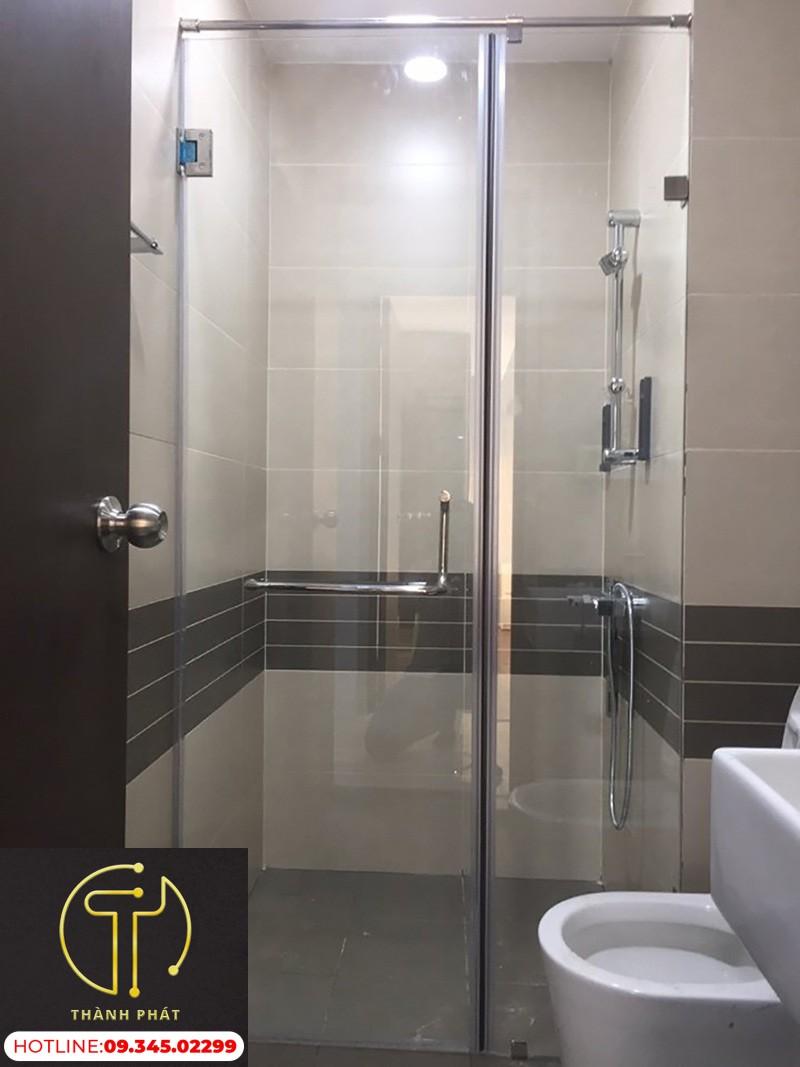 vách kính phòng tắm 180 độ