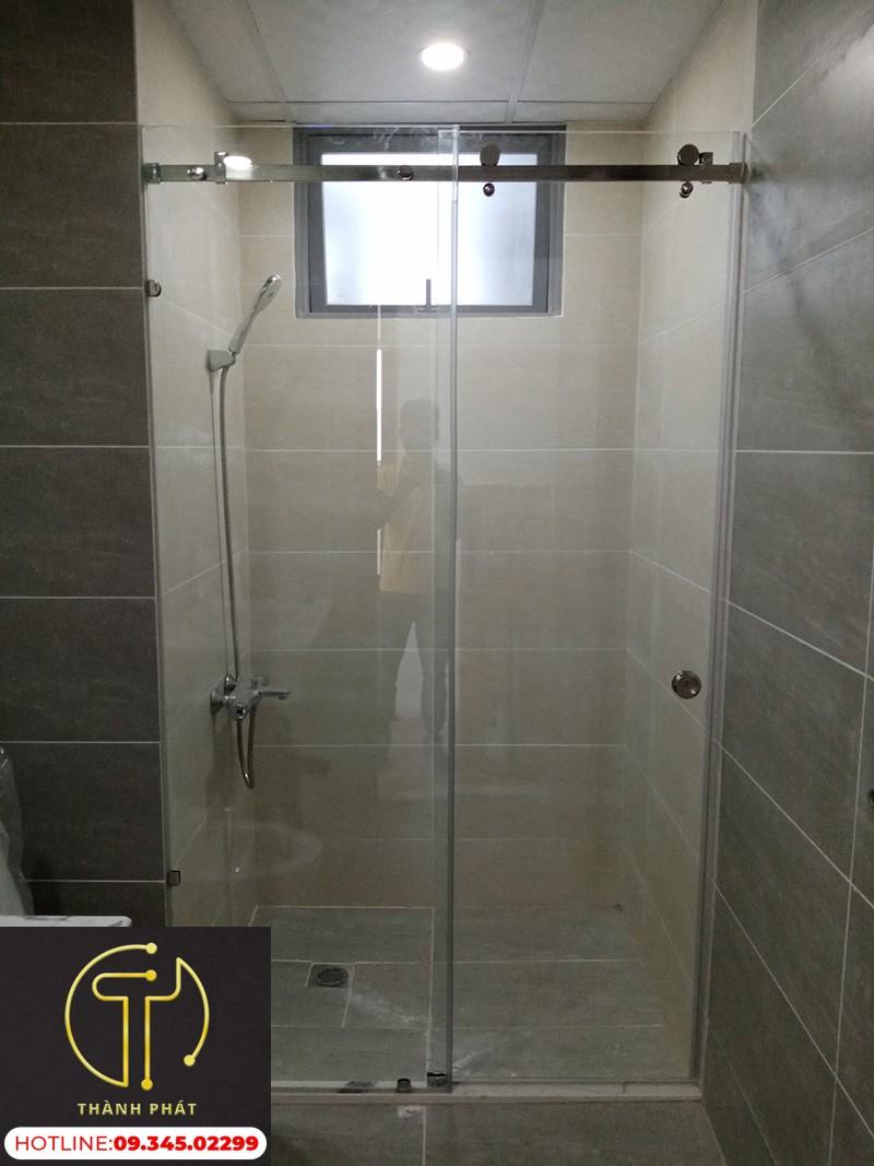 vách kính nhà tắm cửa lùa ray treo