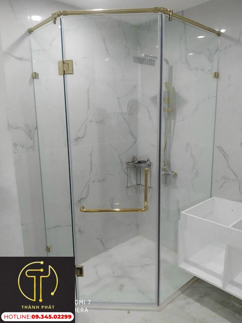 vách kính nhà tắm cường lực mạ xi vàng