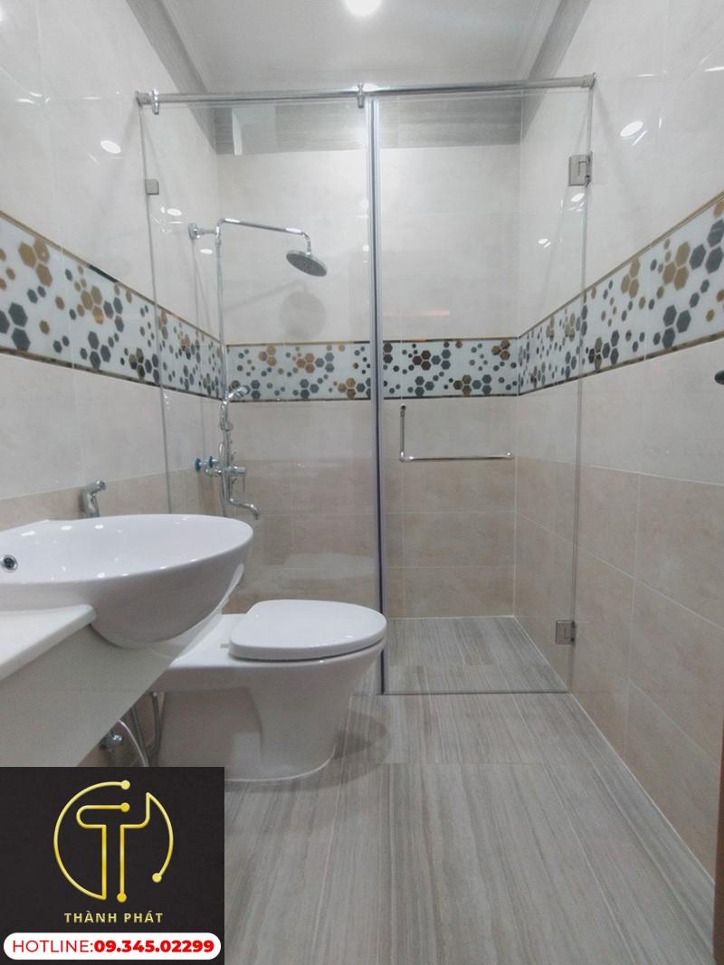 Có nên lắp đặt phòng tắm kính giá rẻ?